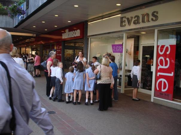 Children exploring a mall @http://agileopedia.com/